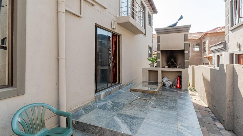 Property For Sale in Noordwyk, Midrand 25