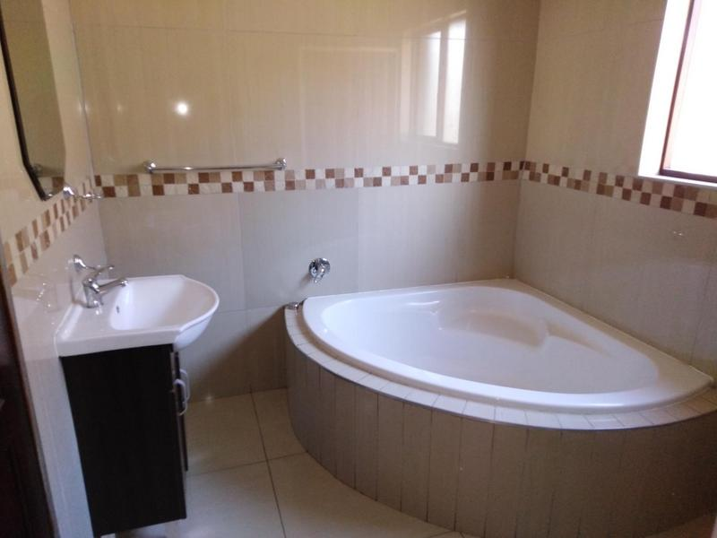 Property For Sale in Noordwyk, Midrand 17
